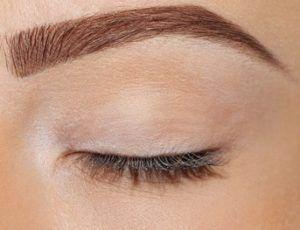 Fotolia 59322356 XS 1 300x230 - Makijaż permanentny oczu, brwi, ust
